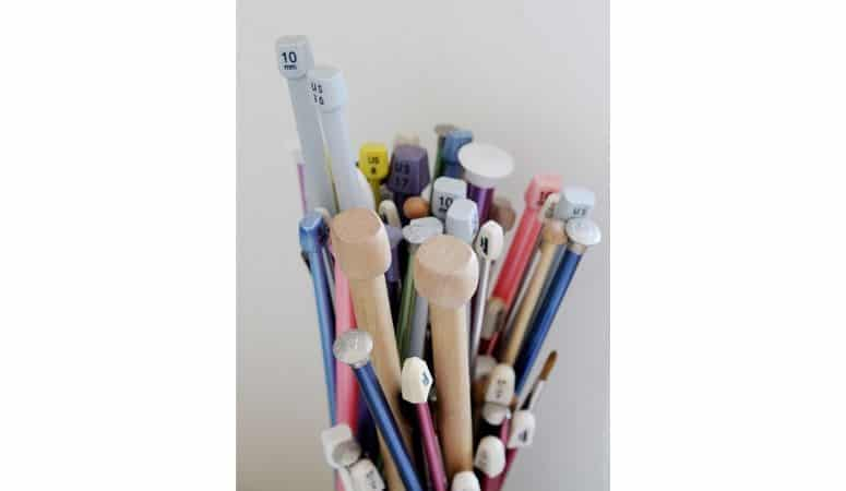 different sizes of knitting needles
